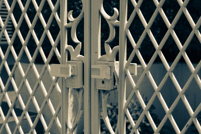 リクシル(LIXIL)製門扉の鍵開け、鍵修理、鍵交換はおまかせください